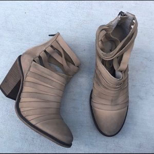 Free People Hybrid Distressed Booties Taupe 37 7